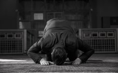 What Is the Ruling of Placing the Nose on the Ground in Sujud?