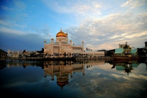 brunei-ramadan-mosque-water-reflection