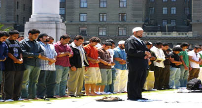 What are the states and positions of the imam and his followers while offering prayers? What is the prophet's guidance regarding them?