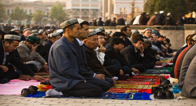 What are the pillars of prayer? How could you pray in the best manner? What are the silent and loud prayers?