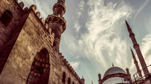 Offering the Prescribed Sunnah Or Greeting the Mosque?
