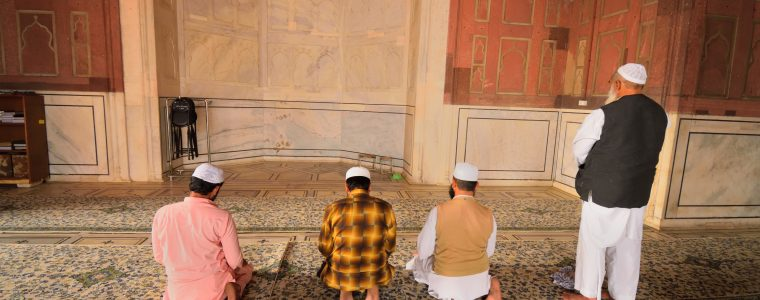 Praying Nafl in Congregation: Allowed?