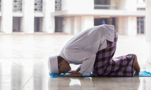 Making Up the Sunnah before Zhuhr Prayer: Allowed?