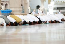 Offering Obligatory Prayer Behind One who Is Offering Nafl