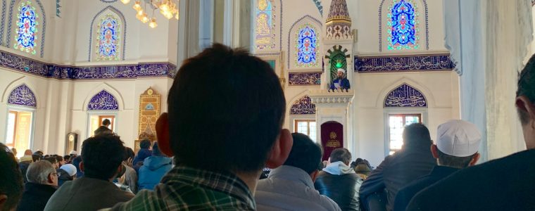 Is It Necessary That Friday Khutbah Be In Arabic?