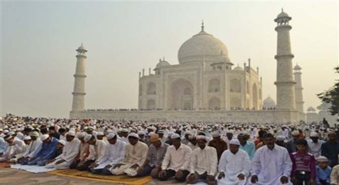 Muslims are offering prayer in congregation.
