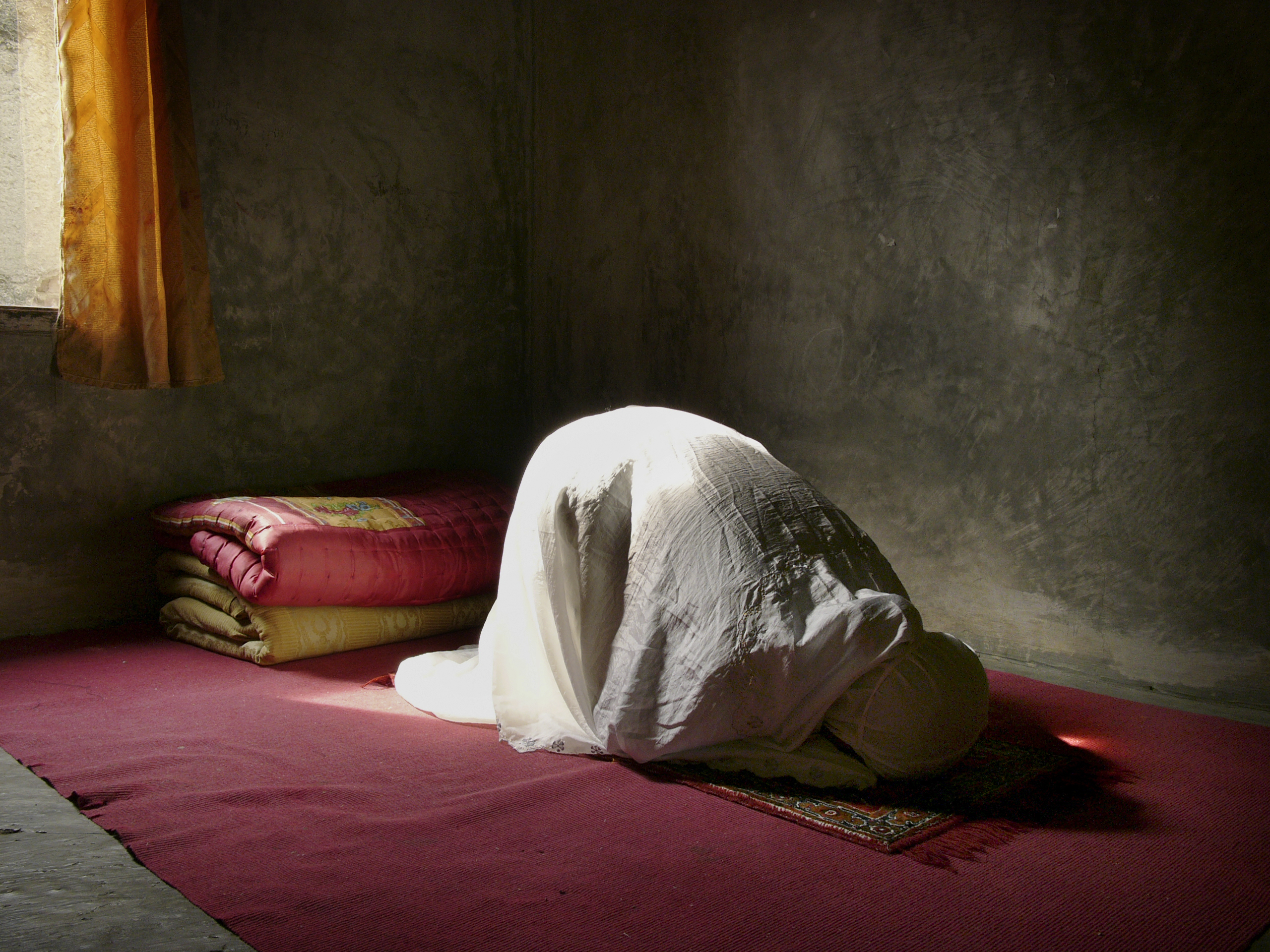 What Time Is a Woman Permitted to Offer Prayer?