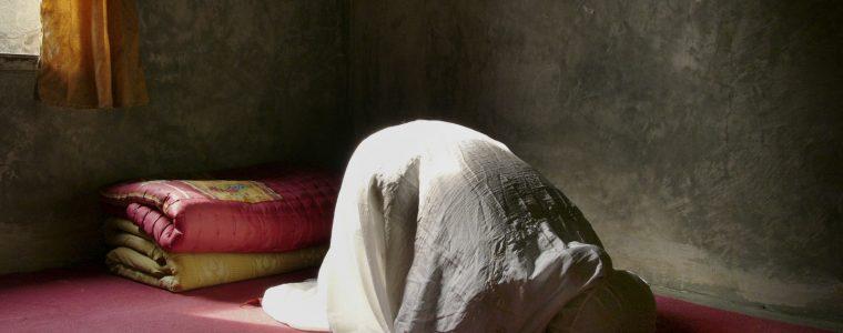 Should Women Praying at Home Call Iqamah before Prayer?