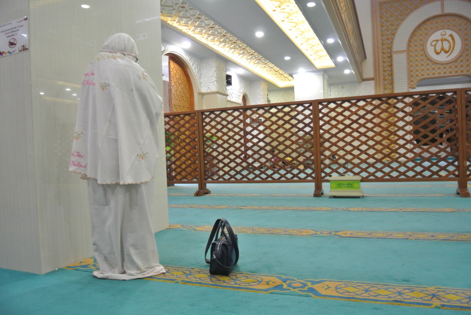 What Is the Ruling of Partition between Men and Women in the Masjid?