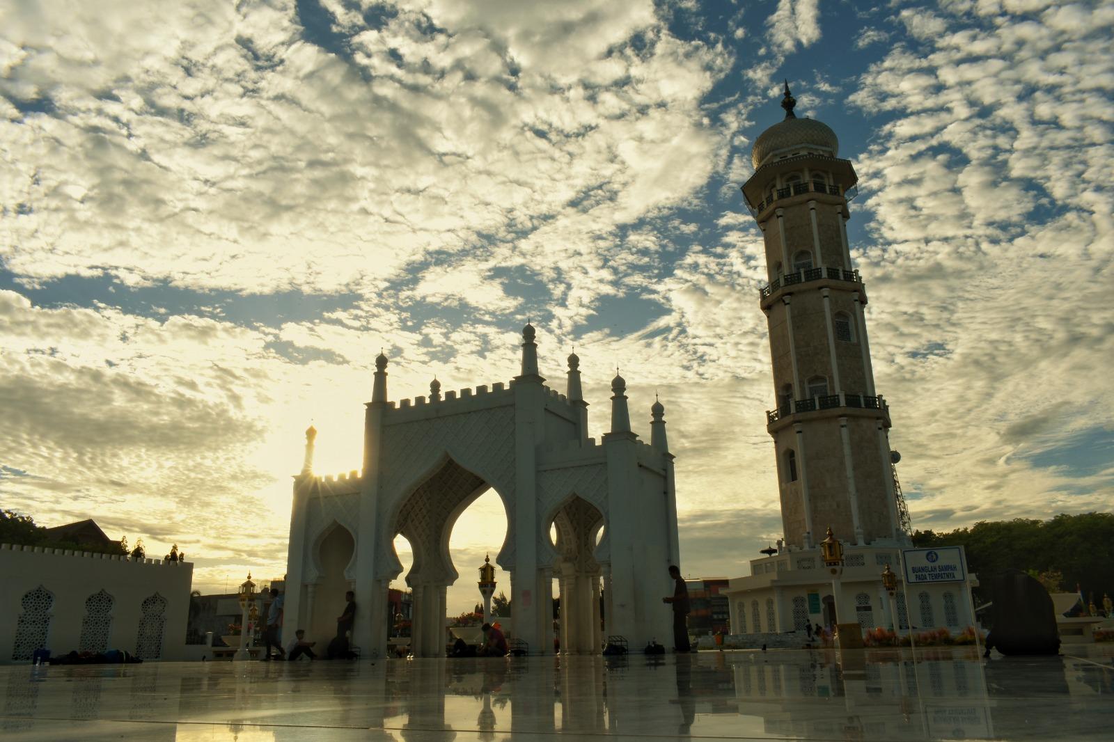 Make Up Missed Fajr Prayer in Congregation After Sunrise